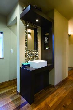 【洗面カウンター】スタイリッシュなデザインのお客様用のパウダースペース。|おしゃれ|洗練された|造作洗面|洗面室|洗面台|洗面ボウル|収納|モダン|モデルハウス|