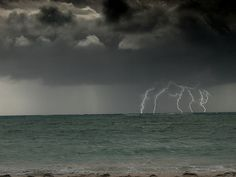 Lightning strikes over water | 15 Awesome Pictures of Lightning Over Water