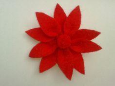# Flor de fieltro roja