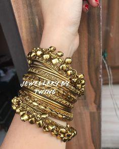 Indian Jewelry Earrings, Indian Jewelry Sets, Jewelry Design Earrings, Gold Earrings Designs, Antique Jewellery Designs, Fancy Jewellery, Stylish Jewelry, Fashion Jewelry, Bridal Bangles