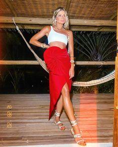 """Thássia Naves on Instagram: """"Amo um vermelhão 🍒💃🏼 • e vocês, gostaram?! #thassiastyle #ootd"""" Poses, Summer Looks, Ideias Fashion, Strapless Dress, Summer Outfits, Womens Fashion, Solar, Dresses, Blog"""
