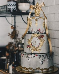 37 Eye-Catching Unique Wedding Cakes - Embroidery wedding cake #weddingcake #weddingcakes #weddingcakesunique