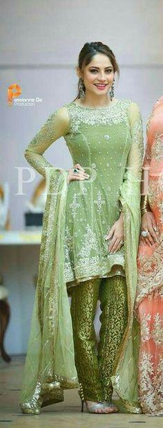 ❤pic in...  ✨**Awe$ome wedding we@r** board created by **Haya Maik** ✨ Pakistani Wedding Outfits, Pakistani Dresses, Eid Dresses, Pakistani Bridal Wear, Event Dresses, Pakistani Gharara, Indian Dresses, Bridal Dresses, Ladies Dresses