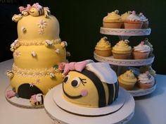 BEE cake- Such a cute themed party for a baby or little girl