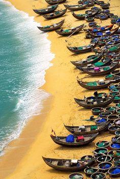 Dai Lanh playa, Khanh Hoa - Vietnam / Turistas visitan la bahía Van Phong y se bañan en la playa de la isla de Hon Ong. ... El mar provincial de Khanh Hoa cuenta con seis bahías: Dai Lanh, Van
