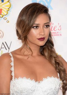Shay Mitchell with dark red lips and messy braid hairstyle at 2014 Teen Choice Awards. #shaymitchell