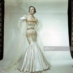 Vintage Evening Gowns, Vintage Gowns, Mode Vintage, Vintage Outfits, Vintage Clothing, Vintage Glamour, Vintage Beauty, Vintage Vogue, Jacques Fath