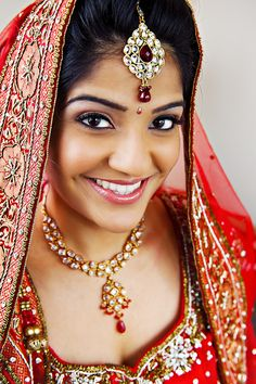 Are you going to get married and want to appear as the best bride look? Then, take a look at our 30 cute Indian bridal face makeup looks that you can try out on your wedding day. Best Bride, Perfect Bride, Bridal Makeup, Wedding Makeup, Wedding Hair, Indiana, Asian Makeup Looks, Indian Marriage, Indian Bridesmaids