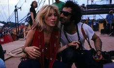 Sally Mann (who was fiancee of Spencer Dryden of Jefferson Airplane and, five months later Sally & Spencer were married) and photographer Jim Marshall at Woodstock. 1969 Woodstock, Woodstock Festival, Woodstock Hippies, Woodstock Music, Rare Photos, Vintage Photos, Cool Photos, Amazing Photos, Lady Bob