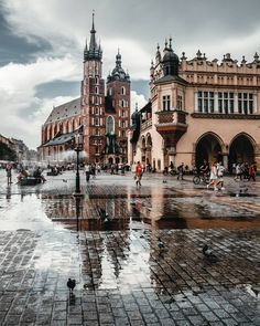 The first city I visited in Poland was Krakow, and here you can see its most famous landmark, Rynek Główny, or main city square Places To Travel, Places To See, Travel Destinations, Holiday Destinations, Wonderful Places, Beautiful Places, Beautiful Beautiful, Travel Around The World, Around The Worlds