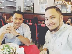 Lunch meeting with my @ss_creatives talent @sazrinaizul. Putting together a mini-tour for him before Ramadan. InsyaAllah!  Check out his song #BersumpahDemiCinta on Spotify and iTunes/Apple Music.