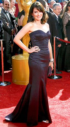 Tina Fey oozed confidence in a David Meister at the 2008 Emmys Types Of Dresses, Nice Dresses, Formal Dresses, Maxi Dresses, David Meister, Red Carpet Gowns, Tina Fey, Mean Girls, Women Life
