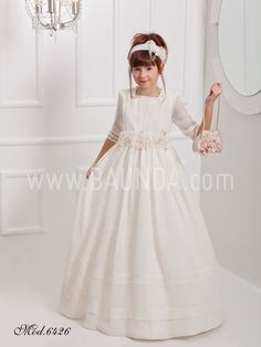 Vestido de comunion de corte imperio Angela 6426 Disponible en nuestra tienda Baunda C/ Ayala 85, Madrid y online http://www.baunda.com