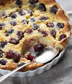 This French-style clafoutis (pronounced clah-FOO-tee) is a simple dessert that showcases the bright flavors of seasonal fruit. Studded with chubby Blackberry Dessert, Blackberry Recipes, Fruit Recipes, Sweet Recipes, Baking Recipes, Dessert Recipes, Blackberry Pie, Desserts Français, Delicious Desserts