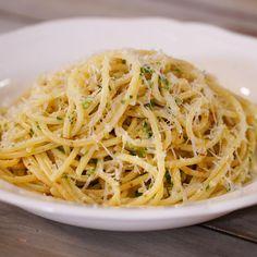 Spaghetti Alla Carrettiera, Naan, No Cook Meals, Pasta Dishes, Soul Food, Italian Recipes, Food Inspiration, Food Videos, A Food