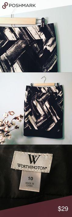 ✨HP✨Worthington Black White Floral Pencil Skirt No flaws. ||length: 23, hips: 18.8, waist: 15. ✨Host pick, Best in Plus Sz Party 11/28/2017✨ Worthington Skirts Pencil