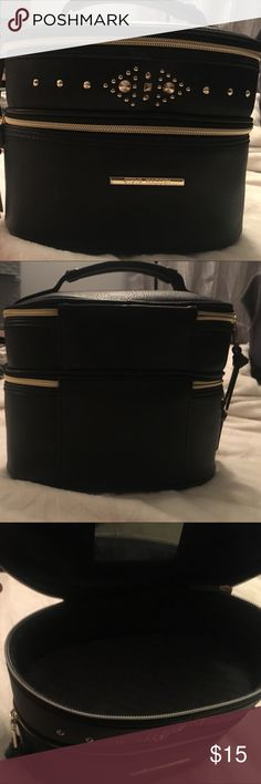 Steve Madden travel makeup case Steve Madden black with gold details! Very cute and spacious, gently used. Mirror has scratches on it. Feel free to make me an offer! 😀 Steve Madden Bags Travel Bags
