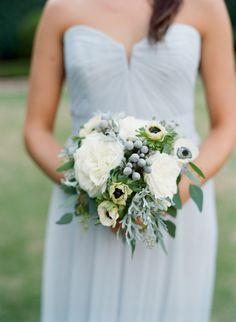 Rose and anemone wedding bouquet | Photography: Elisa Bricker