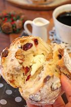 Whole grain bread with dried fruits and walnutsドライフルーツとクリチの全粒粉パン☆ Whole Grain Bread, Cafe Food, French Toast, Bakery, Muffin, Food And Drink, Sweets, Cookies, Fruit