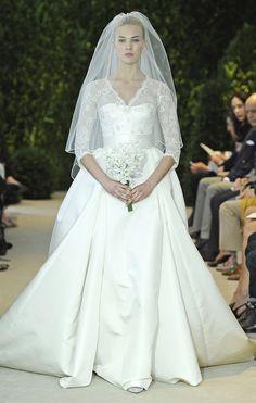 Vestidos de novia de encaje con faja de raso en color marfil de Carolina Herrera - Modelo Annemarie