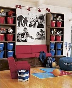Love, love, love the big pics of the kiddos on the wall! Absolutely going to do this in our play room.