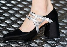 Mary jane argento e nere - Collezione di scarpe Prada Autunno/Inverno 2015/2016: modello bicolor con doppio cinturino