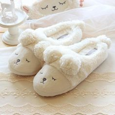 Pantuflas Pantofole Donna Animal Men Shoes Mujer Slippers Women Home Winter Cute Short Plush Squinting Sheep Chinelo Masculino Winter Slippers, Cute Slippers, Winter Shoes, Sock Shoes, Baby Shoes, Heated Slippers, Baby Slide, Pijamas Women, Preemie Clothes
