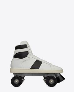 Givted- #classic #roller skates court