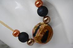 Ketten kurz - Schmuck Kette Velourslederband schwarz beige - ein Designerstück von trixies-zauberhafte-Welten bei DaWanda