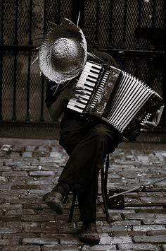 ♫♪ Music ♪♫ Black & white photo musician Henri Cartier-Bresson