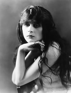Stunning. Theda Bara - 1910s - (Old but high quality photo) (will move to a 1910s folder)