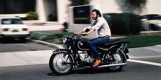 All'inizio degli anni 80 chi avesse visitato il quartier generale della Apple a Cupertino avrebbe visto una motocicletta BMW parcheggiata proprio all'interno della hall, tra una selva di videogiochi a gettone, un pianoforte e alcuni divani.  Quella è la stessa moto comparsa in un articolo del National Geographic del 1982 sulla Silicon Valley: è la moto