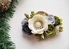 Etsy の Felt Flower Cluster Headband//Chrismas by EnchantedBowShop