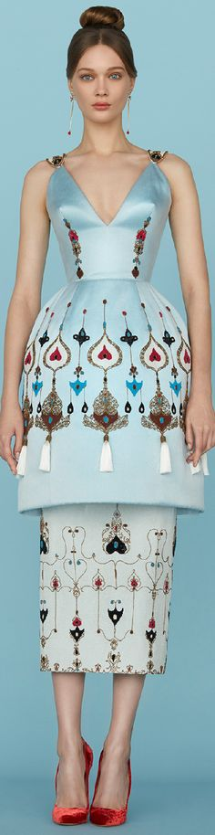 Spring 2015 Couture Ulyana Sergeenko 형태의 베이스 아래 약간의 향태변형o 상의 가슴부분 디자인적요소 첨가 변형 예시) 치마허리선의 잘개선 추가? 허리부분절개선추가?