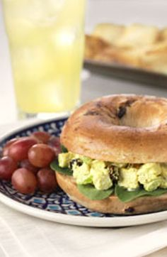 Curried Chicken Salad Bagel Sandwiches: A perfectly toasted Thomas' Cinnamon Raisin Swirl Bagel adds just enough crunch to complement the chutney, curry, and chicken in this easy lunchtime treat. Turkey Sandwiches, Wrap Sandwiches, Thomas English Muffins, Thomas Recipe, Bagel Sandwich, Cooking Recipes, Healthy Recipes, Healthy Foods, Chicken Curry Salad