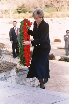 Prince William remembers Princess Diana as he retraces her steps during visit to Japanese war cemetery - Photo 11 | Celebrity news in hellomagazine.com