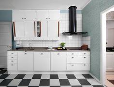 Nye retrokjøkken / New vintage 50s Kitchen, Vintage Kitchen, Kitchen Dining, 50s Style Kitchens, Home Kitchens, Kitchen Cupboard Doors, Kitchen Cabinets, Kitchen Stories, Kitchen Styling