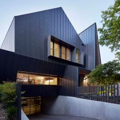 Lake Wendouree House by Inarc in a heritage area of Ballarat, Victoria, features a spiked entrance and a car turntable