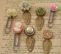 Vintage Stuff bookmark clip Could use round buttons and even make them for children - These old jewelry crafts will get you cleaning out your jewelry box. See what to make with old jewelry for unique home decor and accessories. Vintage Jewelry Crafts, Rustic Jewelry, Jewelry Art, Jewelry Ideas, Jewlery, Vintage Jewellery, Antique Jewelry, Jewelry Sketch, Beading Jewelry