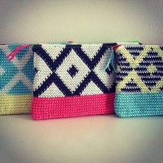 The Azulejo Pouch is worked in rounds of single crochet (on the right side only) from the bottom up in the technique of Tapestry Crochet. Crochet Clutch Bags, Crochet Pouch, Crochet Quilt, Crochet Handbags, Crochet Art, Crochet Purses, Love Crochet, Crochet Motif, Single Crochet