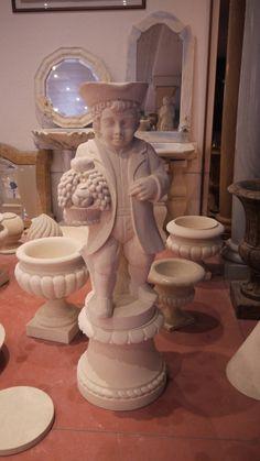 """Scultura """"gnomo con cesto d'uva"""" in pietra - http://achillegrassi.dev.telemar.net/project/scultura-pietra-4/ - Splendido esempio di una scultura inPietra bianca del Palladio raffigurante uno gnomo che porta un cesto d'uva. Grande attenzione è stata posta dai nostri abili scalpellini per la realizzazione dei vari dettagli.  Dimensioni: – 125cmx 44cm x 40cm"""