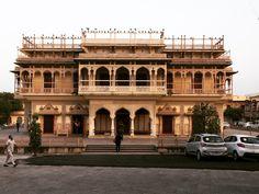 City Palace Jaipur, Asia, Louvre, Mansions, House Styles, Building, Travel, Home Decor, Viajes