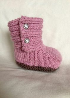 Everything in baby size are always SO cute! and these UGGs are no exception. Your little girl will look adorable in them! Knitting Help, Knitting Videos, Knitting For Kids, Baby Knitting, Knitted Baby, Loom Knitting, Knitting Patterns, Baby Girl Uggs, Baby Christening Outfit