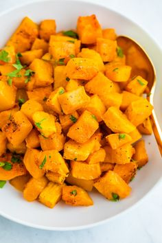 Here's the best way to cut and roast butternut squash. Serve roasted butternut squash as an easy side dish or roast it up to use in other recipes! Yummy Healthy Snacks, Easy Healthy Recipes, Real Food Recipes, Healthy Foods, Holiday Side Dishes, Side Dishes Easy, Healthy Thanksgiving Recipes, Gluten Free Sides Dishes, Roasted Butternut Squash