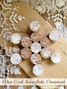 What a great use for all those #wine corks! Classic DIY Wine Cork Snowflake Ornament via /happymothering/