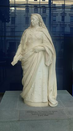 Queen Victoria at Imperial College - List of statues of Queen Victoria - Wikipedia Queen Victoria Prince Albert, Victoria And Albert, Christian Ix, College List, Imperial College, Mary Poppins, Women In History, Her Style