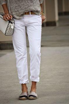 duo parfait pantalon boy friend blanc et espadrilles.