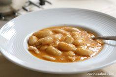 Judias blancas estofadas y vegetarianas, fáciles de hacer y llena de nutrientes. www.cocinasalud.com