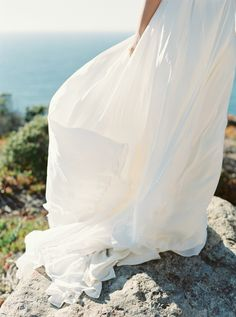 Photography : Cassidy Carson | Wedding Dress : Johanna Johnson Read More on SMP: http://www.stylemepretty.com/2016/01/08/california-cliffside-elopement-inspiration/