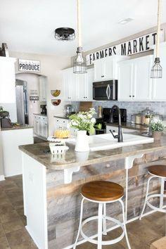 Adorable 60 Modern Rustic Kitchen Farmhouse Style Makeover Ideas https://decorapatio.com/2018/01/07/60-modern-rustic-kitchen-farmhouse-style-makeover-ideas/